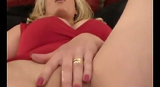 Squirt For Us Milf Mia
